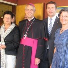 Erzbischof Dr. Schick mit den Damen der Zirndorfer Frauen-Union und Landrat Dießl